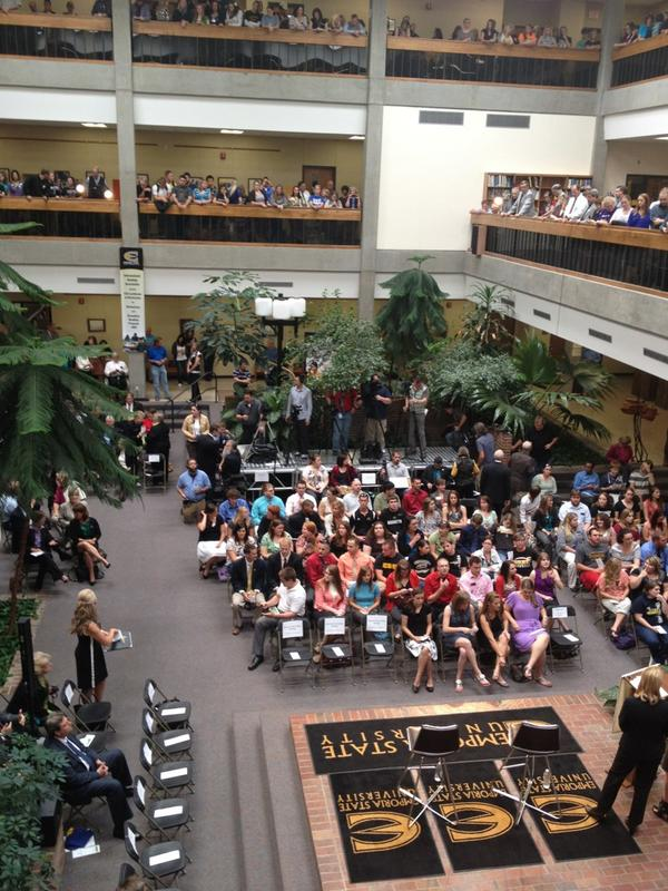 Packed House for @arneduncan for the #edtour12 at @emporiaUni #sachat #education http://pic.twitter.com/rsAKdHNy