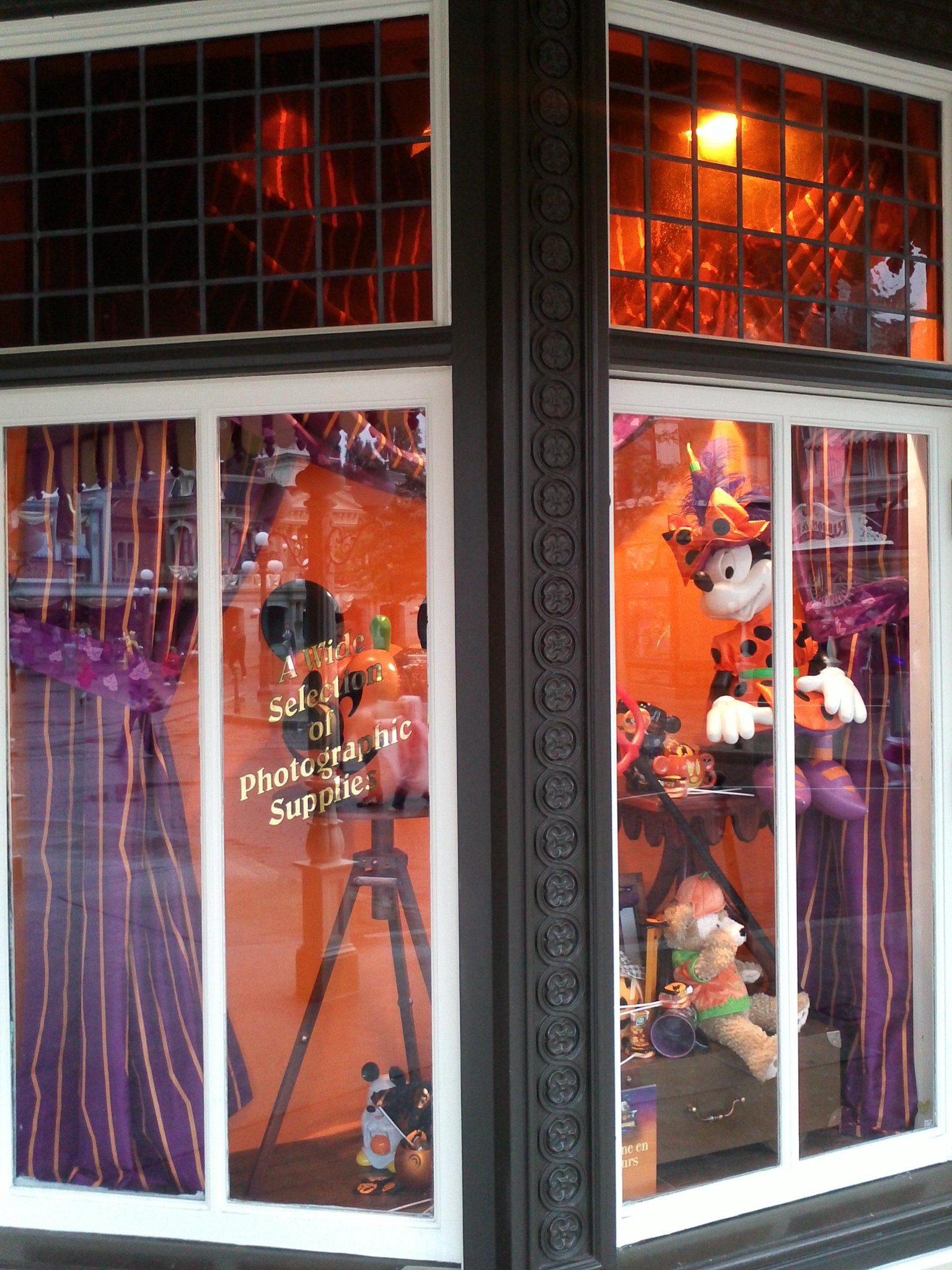 HALLOWEEN 2012 DU 1ER OCTOBRE  AU 4 NOVEMBRE 2012 - Page 5 A3UnCgHCUAAmrnl