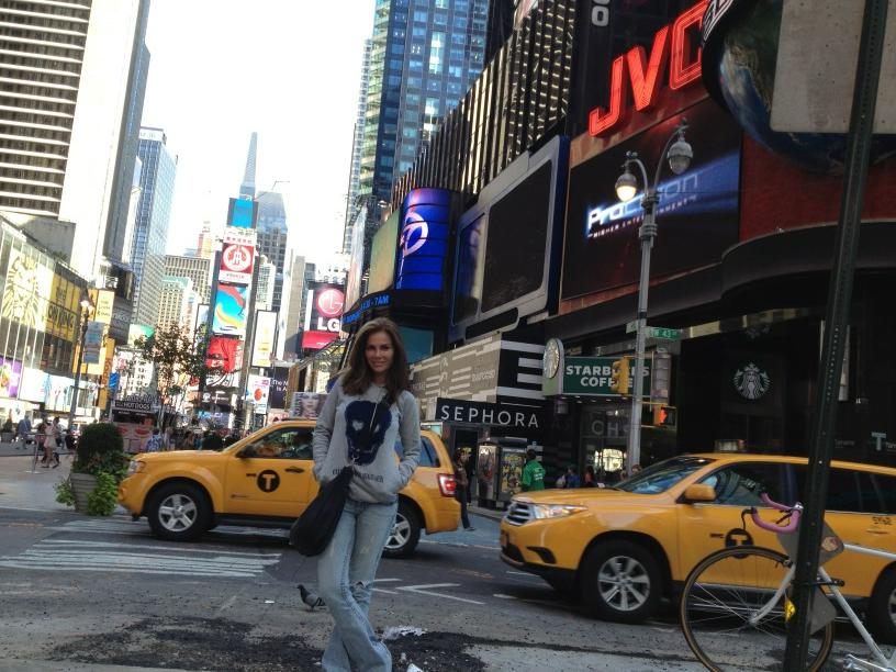 نيكول سابا وزوجها عطلة رومانسية بامريكا نيكول سابا برفقة زوجها يوسف الخال بشوارع نيويورك بمنتهى السعادة