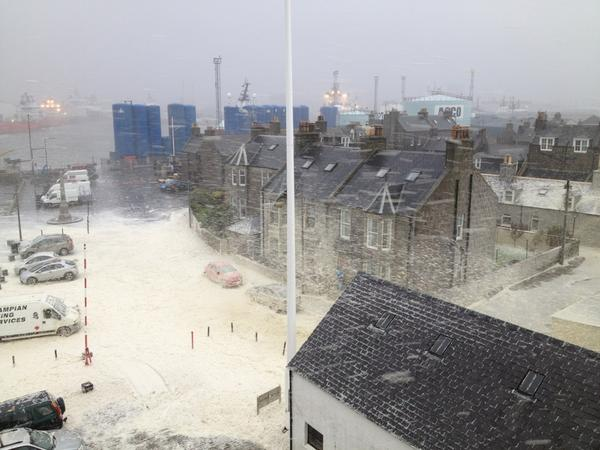 Another photo of the incredible sea foam in Aberdeen from Seacroft Marine more pics at http://news.stv.tv/galleries/stormy-scotland/ #scotstorm http://pic.twitter.com/osnCFx05