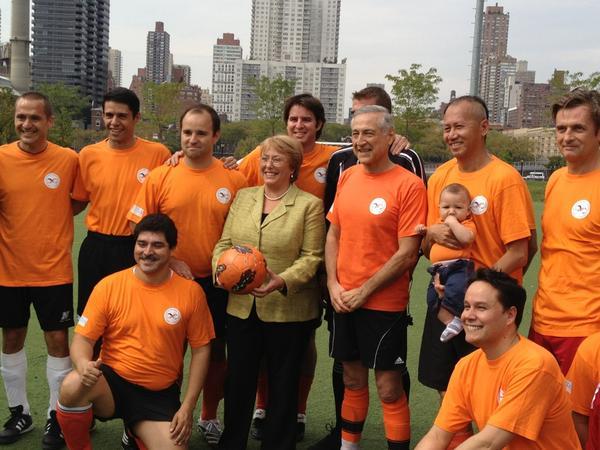 ¡NO a la violencia de género! #Bachelet de @onumujeres y @HeraldoMunoz con los equipos: http://pic.twitter.com/NjqGzMK5 #matchUNiTe v @aldijanasisic: