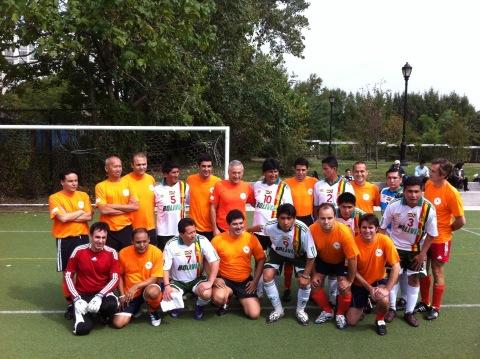 FOTO: ¡Los dos equipos preparados para empezar! ¿Quién crees que ganará? http://pic.twitter.com/p2OwnVUX v @sayno_unite #matchUNiTE