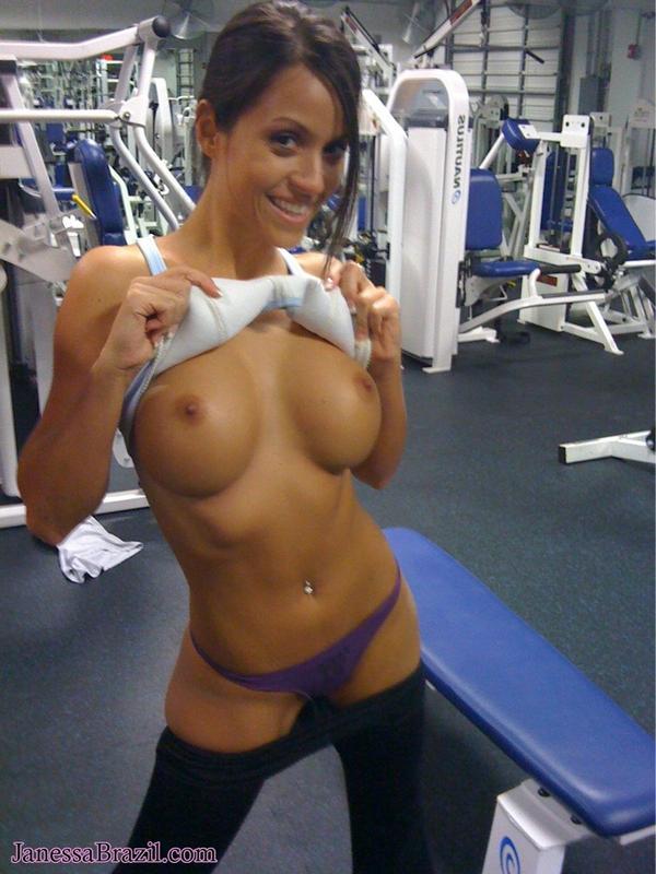 голая девушка в спортивном зале фото каждой девушке