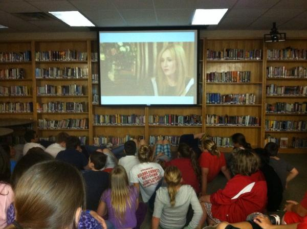 @HoweSchools MS Students in a live webcast with J.K. Rowling @jk_rowling So Exciting! http://pic.twitter.com/V34lvYi4