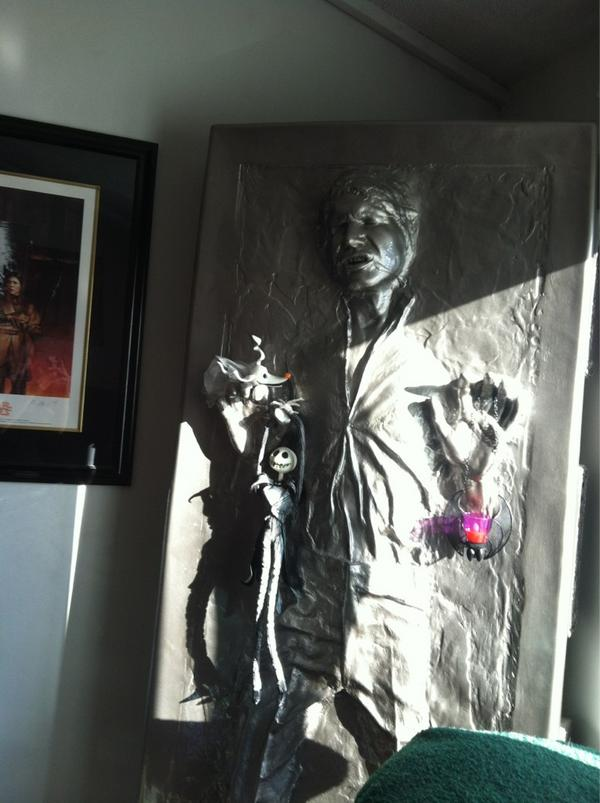 I slept with this guy last night at @parkerpublicist's house! #StarWars http://pic.twitter.com/QIy8iIZV