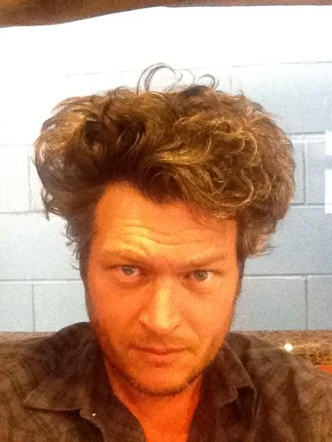 Blake Shelton Cheers Its Christmas.Blake Shelton On Twitter I M So Excited About Cheers