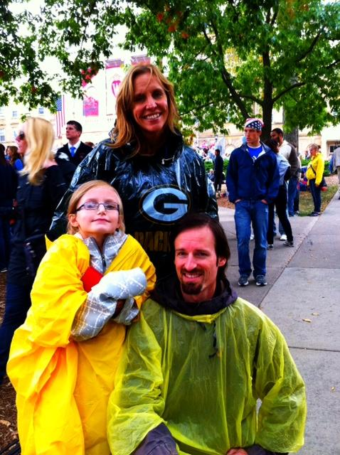 RT @Obama2012: A little rain can't stop Lindy, Mike, and Alyssa from seeing the President. http://pic.twitter.com/T2Nvk1YK