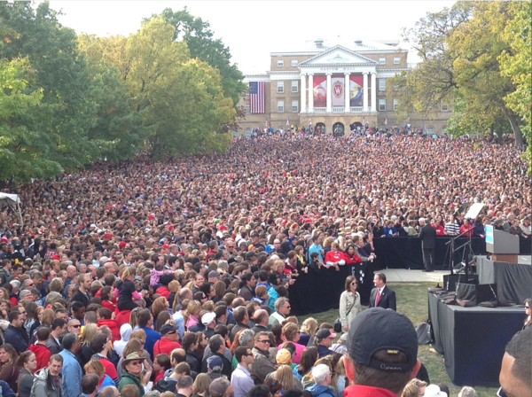 A few people showed up to see President Obama in Madison. 30,000, to be exact: http://pic.twitter.com/2EQlBYTi