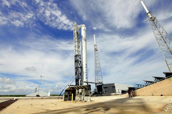 Space X: Lancement de Falcon-9 - CRS-1/SPX-1 07.10.2012 - Page 3 A4nxXD4CYAEyzJ7