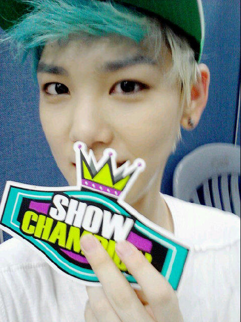 RT @Jellies_F: '@MaknaeBAP: [PICSPAM] Zelo Selca at Show champion ^___^ http://t.co/cskurNVd' cute selca from zelo ^^
