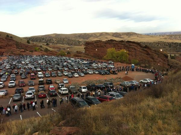 The line for #RomneyRyanRedRocks, seen from the top of the steps, maybe 25 or 30 minutes ago. pic.twitter.com/BaIt0Cds