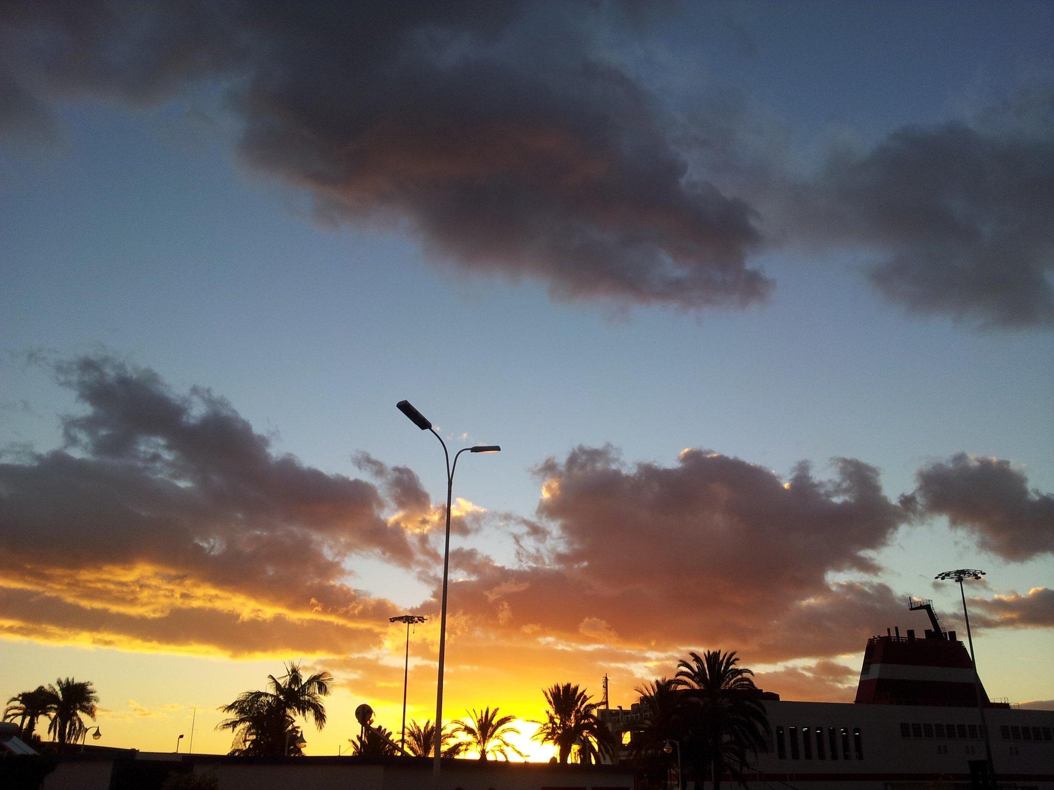 Amanecer en La Palma, de @artesanolapalma