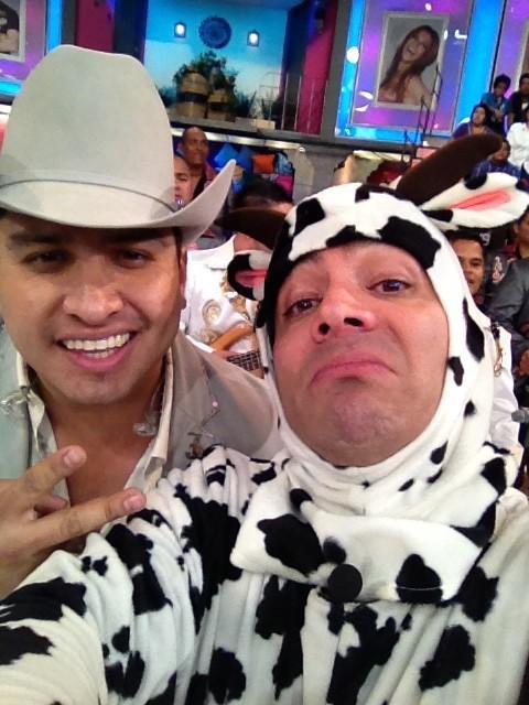 Aquí en @SabadazoOficial con mi amigo @jajulionalvarez http://t.co/QtnzcKSY