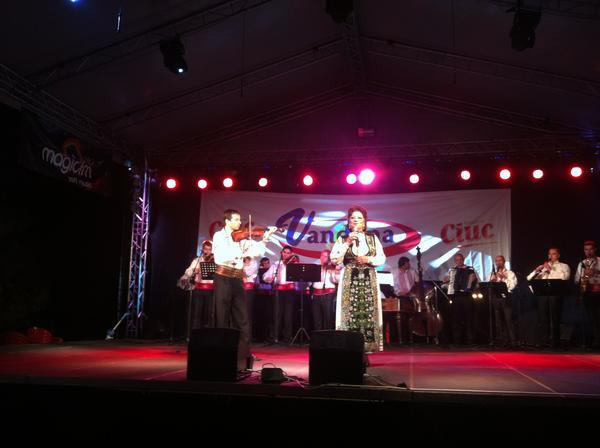RT @bunoiu: Ladies & gentlemen, it has been a pleasure: @toamnaoradeana  #to2012 s-a incheiat cu recitalul Mariei Ciobanu. http://t. ...
