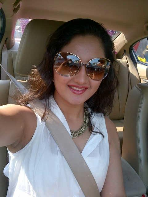 """Rashami Desai on Twitter: """"Starting a fresh new week with a big smile and  love to all :) http://t.co/NGu5qGya"""""""
