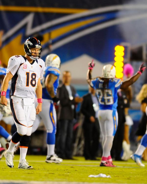The Chargers lead the Broncos 24-0 at halftime. Peyton Manning isn't pleased: http://pic.twitter.com/U1IX4gX7