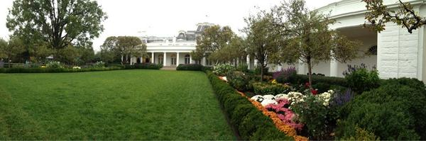 Oval Office #whgarden tour coming to a close http://pic.twitter.com/u9JzkR1t