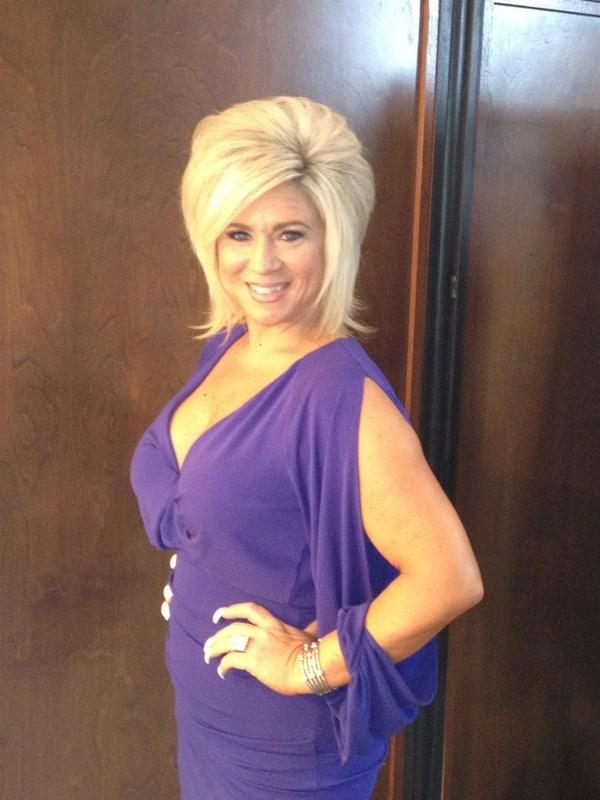 how to get ahold of theresa caputo