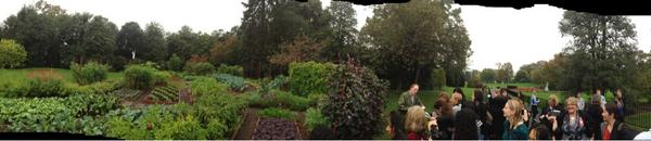 Panorama of #WHGarden Social Fall Tour at the Kitchen Garden. (A little rough around the edges.) http://pic.twitter.com/J4ySn7Lm