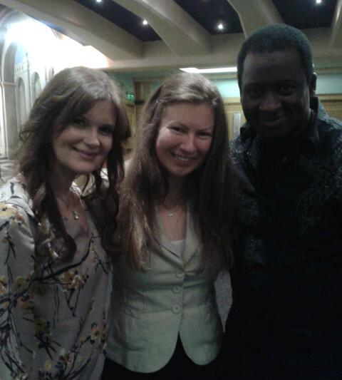 @laramartin @NoelRobinsonUK Here is the pic of u both crouching so I don't look short! ;-) #W2W12