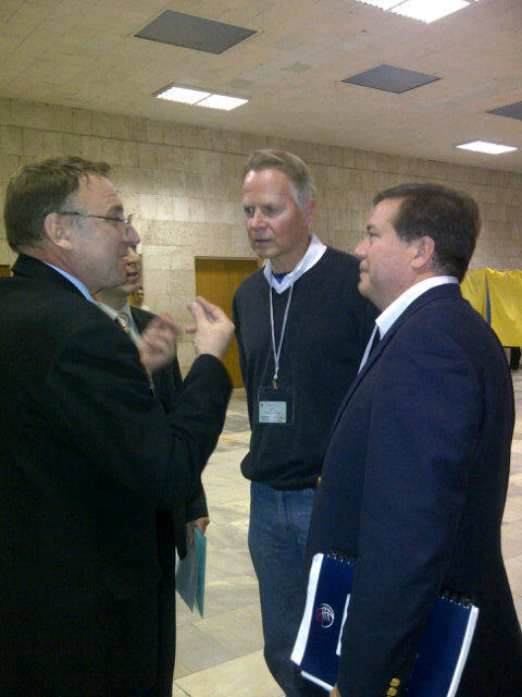 Con. Dreier & Steve Nix talk to the chairman about voting at his station #elect_ua #UkraineVotes http://pic.twitter.com/8z0wWNa0