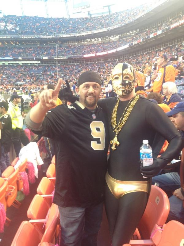 Our Super Fan mingling w/ #crazyfans --> RT @iheartthemart: @KPRCLocal2 Only da Who Dats roll like this #KPRCFlyaway http://pic.twitter.com/LGgsQGui