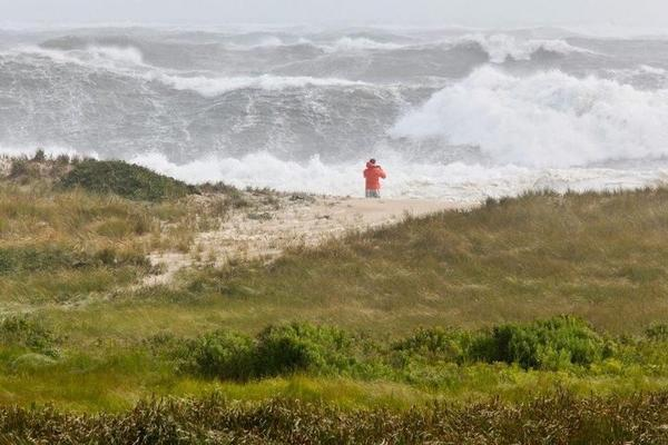 A friend in Nantucket just sent me this image of storm surge from #Hurricane #Sandy @seacoastonline #SeacoastSandy http://pic.twitter.com/nZpiacFY