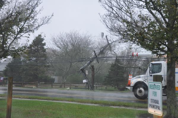 AVOID Surfside Road by Nantucket High School. http://pic.twitter.com/SbGGp2Iv