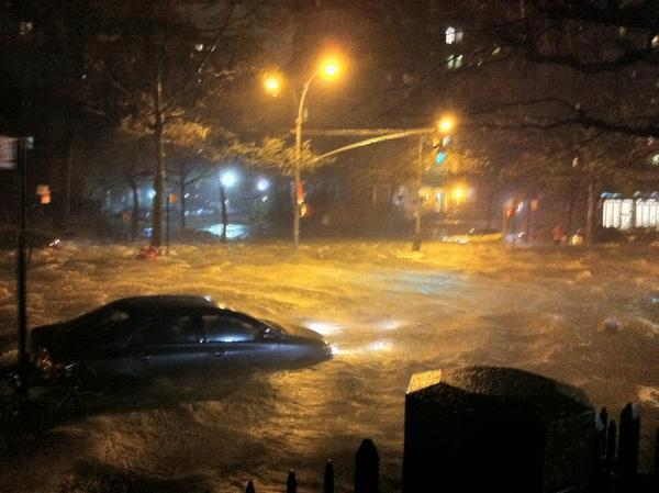 OMG! RT @nycarecs: PHOTO - AN OCEAN ON NY'S LOWER EAST SIDE. Never happened ever like this. #sandy #nyc http://t.co/VEYGp3Yc