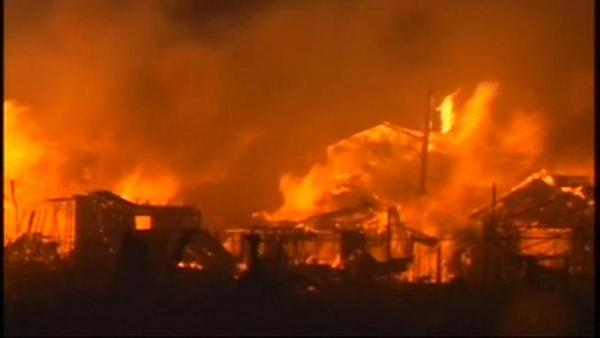 A still from the terrible video of a massive fire out of Breezy Point. Fire fighters are still battling it. http://pic.twitter.com/QN6pcflL