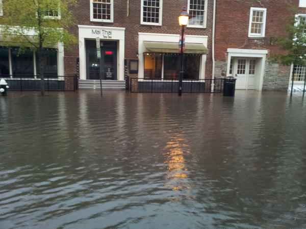 @SamChampion old town Alexandria VA flooding. Worst flooding since early 90s http://pic.twitter.com/z3p5PS0F