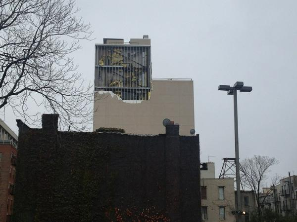 Side of building dramatically ripped off on Tiffany Place, near BQE, Brooklyn. http://pic.twitter.com/mKTaux6m