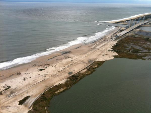 Indian River Inlet bridge remains closed due to storm damage #NetDe #SandyDE  #StormDE http://pic.twitter.com/ZV19xiM1