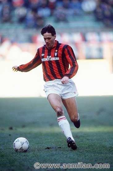 Happy birthday Marco Van Basten, great #ACMilan legend/Buon compleanno alla leggenda rossonera #VanBasten! http://t.co/cR7CZ8i6