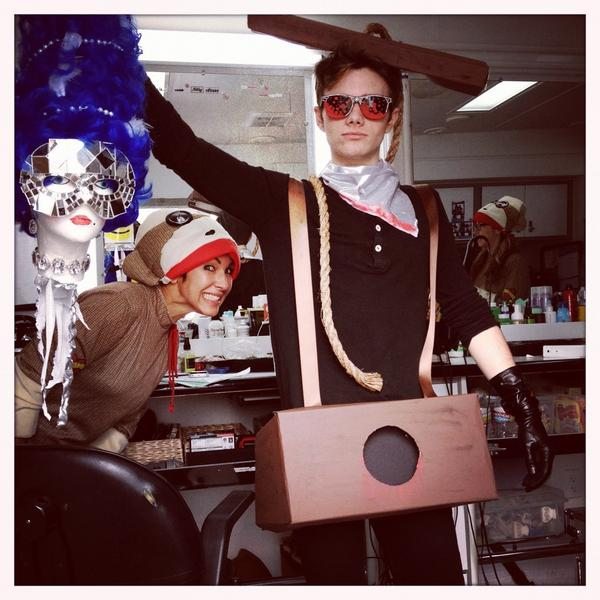 Chris as a guillotine - Halloween 2012 A6kBDaiCQAA5qQd