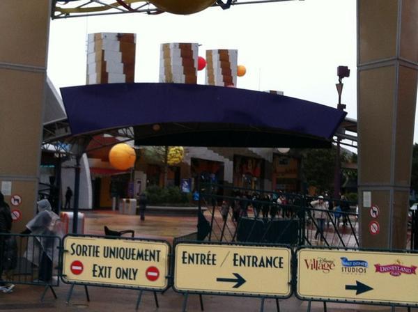 Esplanade : Nouvel Aménagement entre les Parcs, la Gare et DV - Page 7 A6sB-ElCIAEQ_Nn
