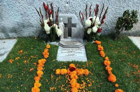Poloespejel on twitter tumba de zulema yulia hernandez for Jardines del recuerdo