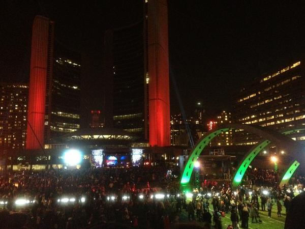 #CavalcadeOfLights #Toronto crowds getting bigger!!! 15 mins to showtime! http://pic.twitter.com/0Jehc4Fb