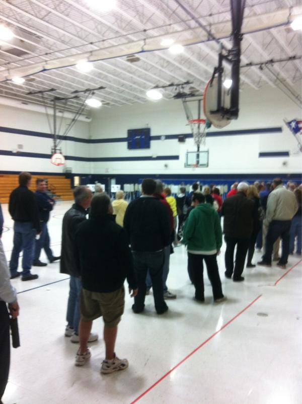 Long lines in Weldon Spring to vote right now...could be another hour to actually vote #stlvotes @ksdknews http://pic.twitter.com/p3gcx7nm