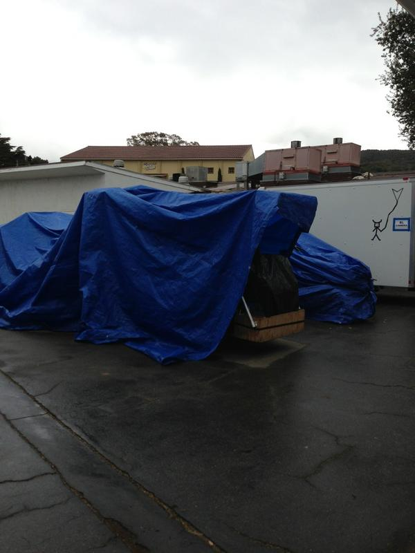 Squint & you can see The Biggest Loser sign! Is that a treadmill under that tarp? http://pic.twitter.com/wtVsD3zO