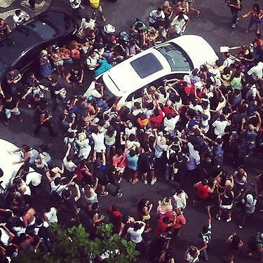 Gaga leaving her hotel in RIO! http://t.co/q5dI0Dr8