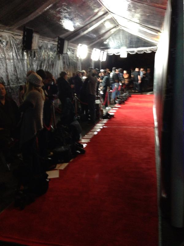 All the photogs lining up for @nbcthevoice contestants! @wcnc 11pm we're live😀! http://pic.twitter.com/6paYcNL1