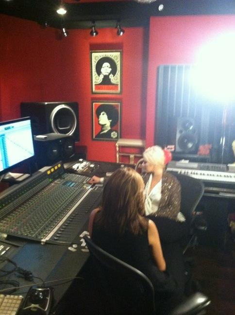[Video+Fotos] Christina Aguilera entrevista por NBC Dateline [16/11/12] A7XdesqCUAA09MK