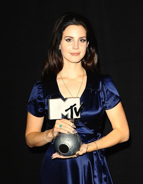 Premios, nominaciones... de Lana Del Rey - Página 3 A7dCUYACAAI6P1f