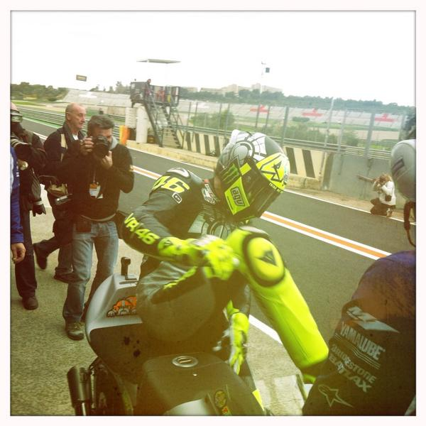 @ValeYellow46 back to the futur ! http://pic.twitter.com/4JSHAAfV