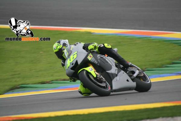 #VR46 #Yamaha Test Cheste http://pic.twitter.com/SokjGhLs
