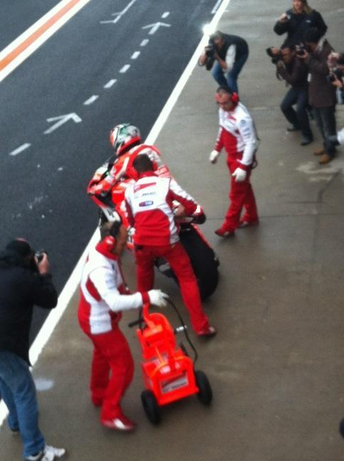 Kentucky Kid @NickyHayden is back on the track #motogp #valencia http://pic.twitter.com/2BT57ltr