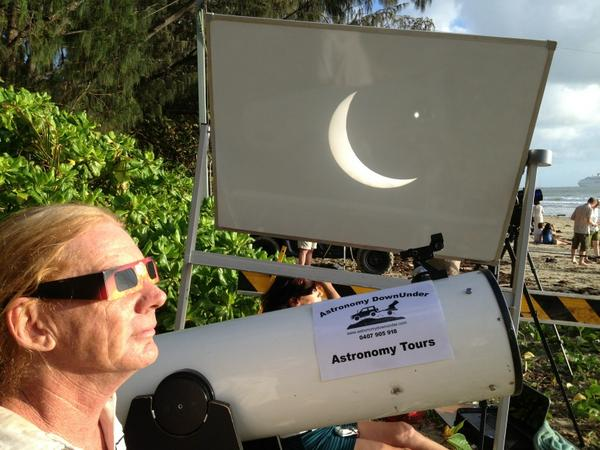 Here it comes, the main event projected on big screen #portdouglas #cairnseclipse http://pic.twitter.com/aPFgR5Ya