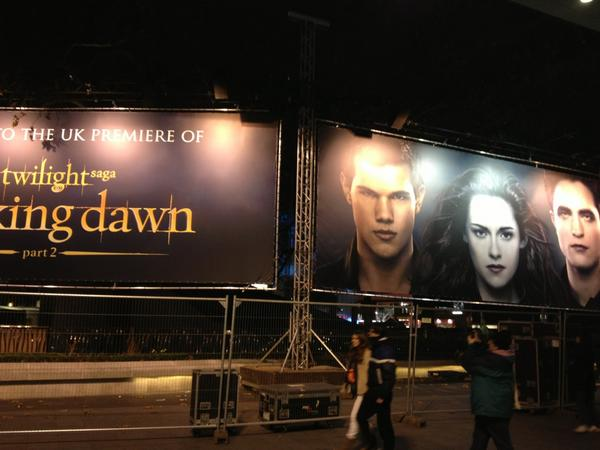 Setting up of the UK Premiere of Breaking Dawn Part Two http://t.co/3U4AvWmx