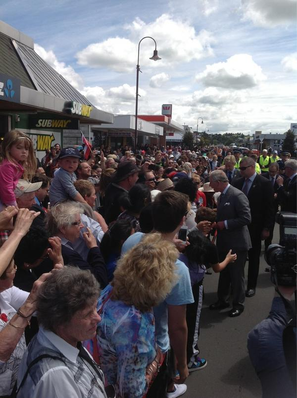 The whole town of Feilding has turned out to see The Prince of Wales and The Duchess of Cornwall #NZRoyalVisit http://pic.twitter.com/pOwW8tM3
